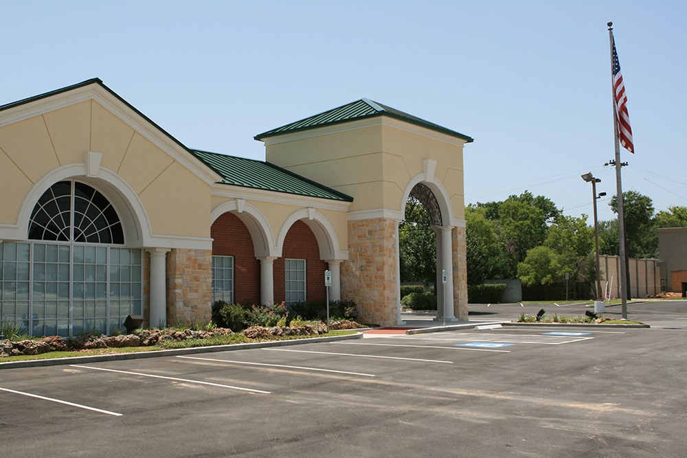 Earthman Hunters Creek Funeral Home outside view 2